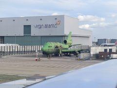 ちなみに後の二つは、香港啓徳空港のランディングを体験できなかった事と、冷戦時代のパンナムとアエロフロートに乗っていない事。  滑走路を越えたら緑色のジャンボ…? 胴体は747ですがエンジン配置はDC10と言う奇妙な飛行機が。 こちらはロンドン空港消防隊のトレーニング用模型飛行機。 日頃の訓練が我々の命を支えてくれているんですね。