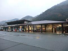 7:42 民宿みやけから徒歩2分、津和野駅です。  本編はここまで、でございます。 拙い旅行記をご覧頂きまして、誠にありがとうございました。  つづく。