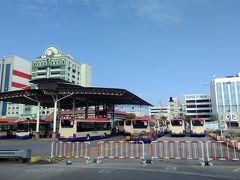 フェリー乗り場にはバスの発着所があり、 ここから島内各地に行ける便利な始発駅です。