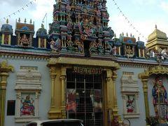 スリマハマリアマン寺院。 インド人街のシンボル的存在です。 この辺を歩くとインド音楽が流れていて、 まるでインドにいるかの様な気分になります。