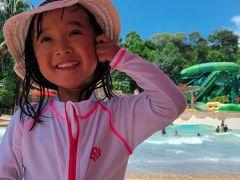 ★シンガポール6日目★  この日はお天気が良かったので、リゾート・ワールド・セントーサのアドベンチャー・コーブ・ウォーターパークに行きました。  兎に角広大な水の遊び場でした。 大きなプールに喜ぶものの、スライダーや流れるプールは怖いようで終始浅瀬で遊びました。  これならホテルのプールやビーチでも良かったかもと思いましたが、大人はスライダーを順番で楽しめたので行って良かったです。