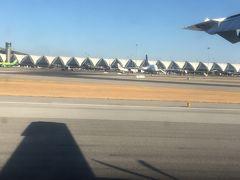 バンコク到着 大きそうな空港です。