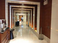 ホテルの廊下 今日はアユタヤへ行く予定なのでホテルはいったんチェックアウトしてスーツケースだけ預けて出かけます。