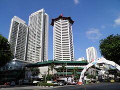 反対側にはマリオットの入る中華風高層建築群もある。