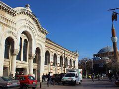歴史的建造物を利用したショッピングセンター Central Hali
