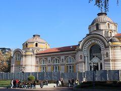 Sofia Public Mineral Bathという公衆浴場、現在工事中?