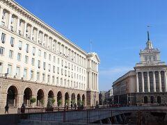 左側は1956年に完成したというTZUMという歴史あるショッピングセンター。