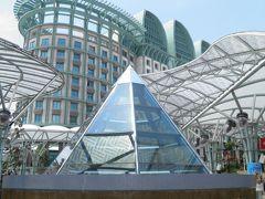 ピラミッドではなく、六角錐のオブジェ。