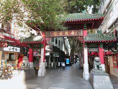 マーケットシティの真向かいに「チャイナタウン」。(この写真は反対側/北側の門)タピオカドリンクのお店は営業していたけれど、ほとんどのレストランは休業中。オーストラリアでは政府よりレストランのイートインは営業禁止・テイクアウェイのみ営業が可能な制限が敷かれています。