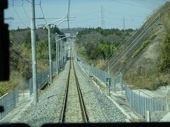 今日、ここ通るの3回目かな。 線路両側のフェンスから外側は立ち入り制限区域。
