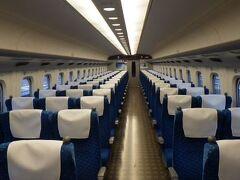 山陽新幹線自由席車両はこんな状況だった。 自分以外は無人。 流石に発車の頃にはそれなりの乗客がいたが。