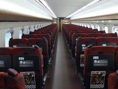 北陸新幹線指定席車両はこんな状況だった。 自分以外は無人。 流石に発車の頃にはそれなりの乗客がいたが。 これだったらわざわざ指定席にする必要は無かったが、予約を入れた時点ではまさかここまでの事態になるとは予想していなかった。