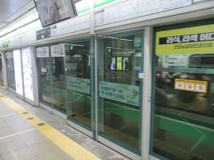 西面駅に到着しました。ここで下車して今日の夕食と宿に移動します。