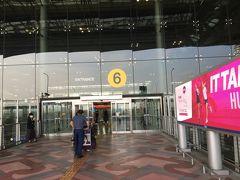 ホテルで呼んでもらったタクシーで空港まで行きました。