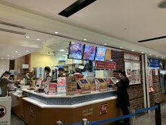 まずは関空から香港までフライトです。 最後の日本食はすき家の牛丼♪