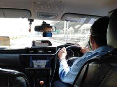 ドムアン空港からホテルへはタクシー移動。 ニュースではタクシーは密室なので危険とか、心配だったけど他の移動手段としてはバスか列車があるけれど、どちらもタクシー以上に密になりそう。 運転手さんもちゃんとマスクしてたし、窓も少し開けて喚起して予防に勤めます。