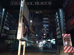 日本人街とか夜の街とか呼ばれているタニヤプラザもほぼ全店閉店になり真っ暗。