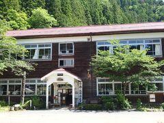 国道に戻り更に南下 飯田市上村にある旧木沢小学校です
