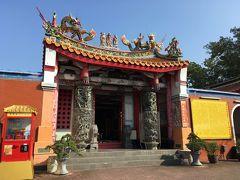 階段をのぼりきると立派なお寺?廟?が現れました。