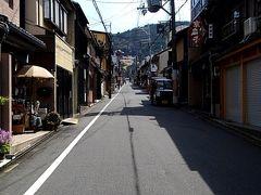 五条坂バス停から清水寺までの通常ルートに比べると『茶わん坂』ルートは、いつも空いているとは思っていましたが。 こんなに人が歩いていない『茶わん坂』を初めて見ました。