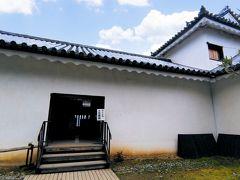 西の丸三重櫓【重要文化財】 ひっそりとした入り口をくぐって、潜入しまーす!