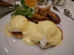 滞在中に一度は食べたかったエッグベネディクト! 泊まっていたパーカーニューヨークのレストランで。