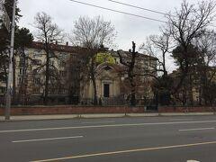 アレクサンドル・ネフスキー教会に向かって歩きます。途中立ち寄ったバッテンべルグ卿の墓所。でも閉まっていました。残念。