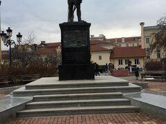 蚤の市はこのブルガリア志願兵の像の近くで開かれていました。