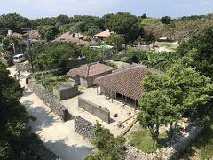 水牛車の次は自転車で島を回ります。二階建ての民家の屋上のような、というか屋上そのもの、あかやま展望台より。