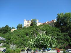 バス乗り場からはホーエンシュヴァンガウ城がよく見えました。 ノインシュバンシュタイン城を築城したルードリッヒ2世が幼少期を過ごしたお城です。