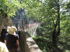 バスでマリエン橋へ。 断崖絶壁に架かる橋。
