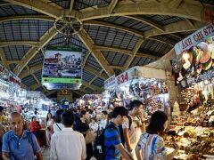 【ベンタイン市場とその周辺】  だいぶん安心感はありますが、まあ、ここはベトナム...  スリとぼったくりが相変わらず多い様なので、お上りにはならない方が無難のようです...