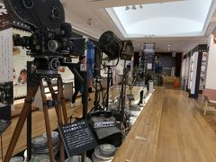 お隣は山田洋次ミュージアム。 山田洋次監督の過去の作品や当時の撮影機材が展示してあります。