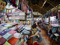 【小さなマーケットで...プリンを喰らう...】  タンディン市場と呼ばれる庶民的な小さなマーケット(市場)です。