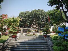 【=ティック クアン ドック師廟/Thick Quang Duc Monument=】  (以下の様な)事件があったんですねぇ~、  全然知りませんでした。事件の全貌は以下の通り(wikiより)