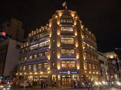 台南の観光スポット、林百貨店もライトアップ。  ここには、夜来るべきですね。
