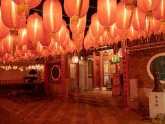 鄭成功祖廟です。 提灯の赤い光が中国っぽい雰囲気を演出してくれてます。