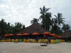 私たちは、事前に調べていた「サウスパームリゾートホテル」のビーチカフェで一休み。