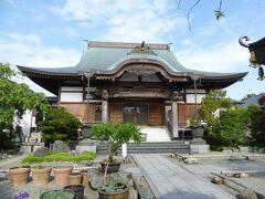 有鹿神社の手前の総持院 綺麗なお寺です。