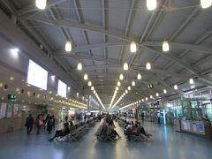 出発時間に近くなったのでラウンジを出て出発ターミナルへ。国際線のターミナルですがこじんまりとした感じです。