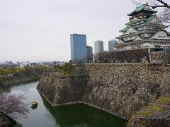 ●大阪城@大阪城公園  この角度、かっこいいな。 奥に京橋の高層ビル群が見えています。