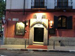 バルセロナやグラナダに行った時にもフラメンコ鑑賞をしようと思ったが、インターネットで調べるとマドリッドがレベルが高いということで、1956年開店でマドリッドで最も格式のあるタブラオということでコラール・デ・ラ・モレリアに決めた。