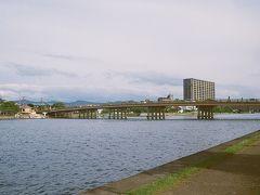 中之島から瀬田唐橋を望む。