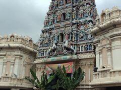パサール・スニ駅に着きました。 スリ マハ マリアマン寺院の周りはお祭りなので賑やかです。