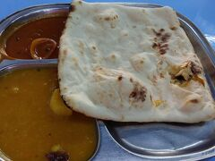 アーケード入口にインド料理屋さん Yusoof dan Zakhirがあります。 ここでロッティとカレーを。 焼きたてロッティ美味しいです。