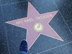 やはり1番人気はマイケルジャクソン、僕自身これを生で見るのが憧れでした!  一瞬の隙を狙って、記念撮影。