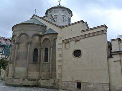 アルメニア教会。外も改修中でしたが、いろいろな棟が重なり合ったような構造が面白かったです。