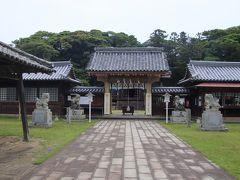 城内には亀岡神社が鎮座しています。