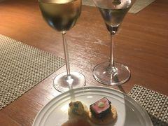 <マリオットマーキスクイーンズパーク:27階サウスタワークラブラウンジ>  白ワイン、マティーニ♪ 生ハムなど。  夕食はレストランを予約しているので 本日はこれにて終了。