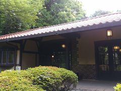 こちらは喜寿のお祝いに、清水組より贈られた洋風の茶室です。